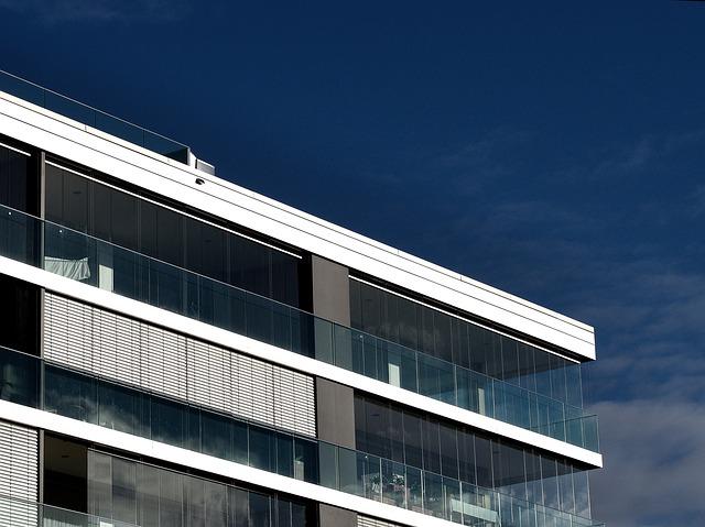 Proč zasklít balkon či lodžii?